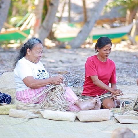 women weaving bags to be supplied to a tourism facility